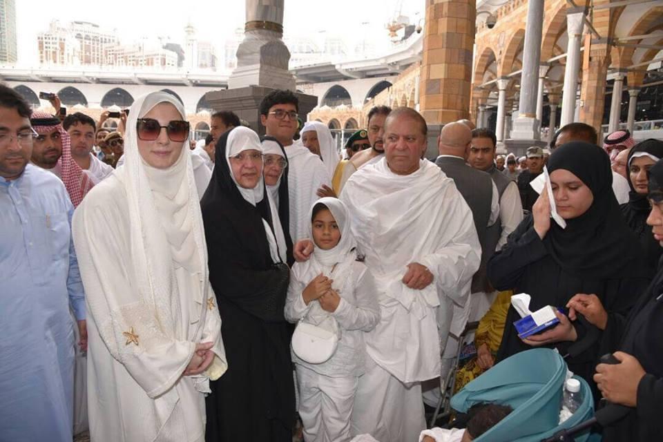PM Nawaz performs Umrah with family