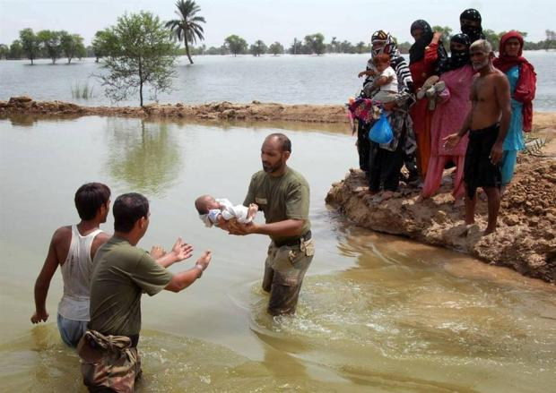 Pakistan Army Flood Relief Efforts