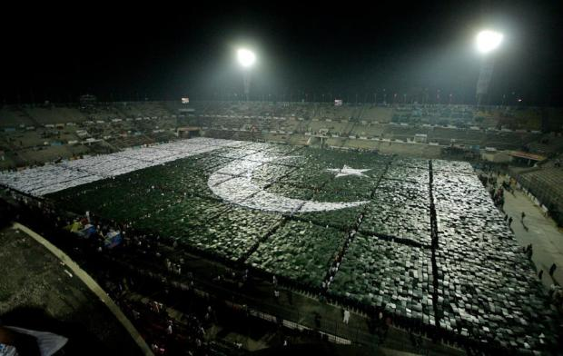 Pakistan set a Record of the World's Largest Human Flag