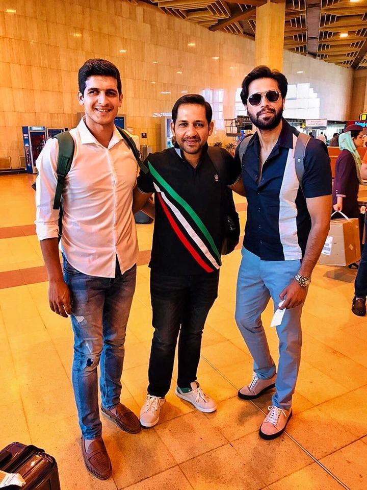 Sarfaraz Ahmed & Mir Hamza Meet Pakistani Actor Fahad Mustafa At Karachi Airport