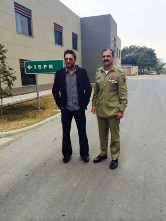 Shahid Afridi Meets COAS General Raheel Sharif, Visits GHQ