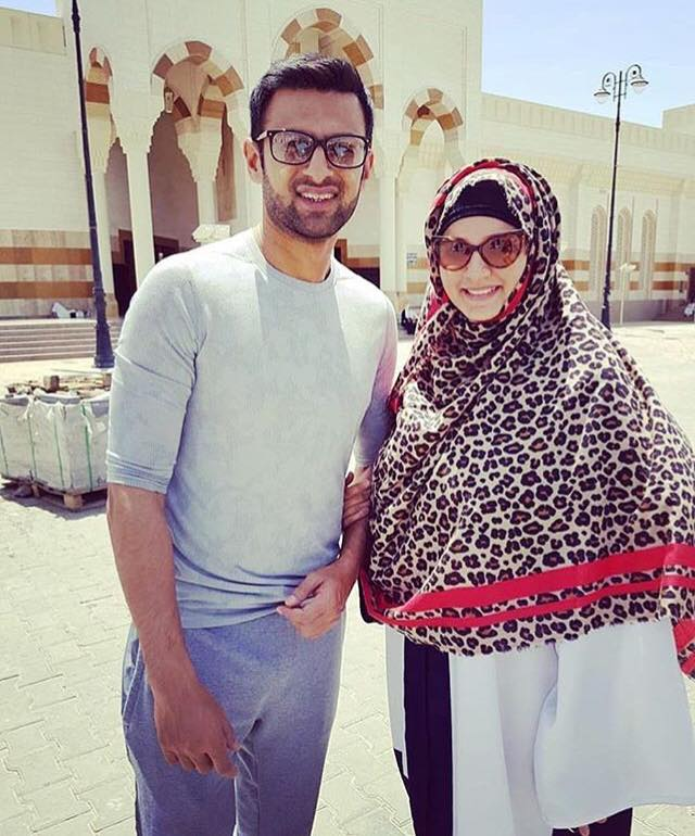Shoaib Malik Performed Umrah With His Wife Sania Mirza