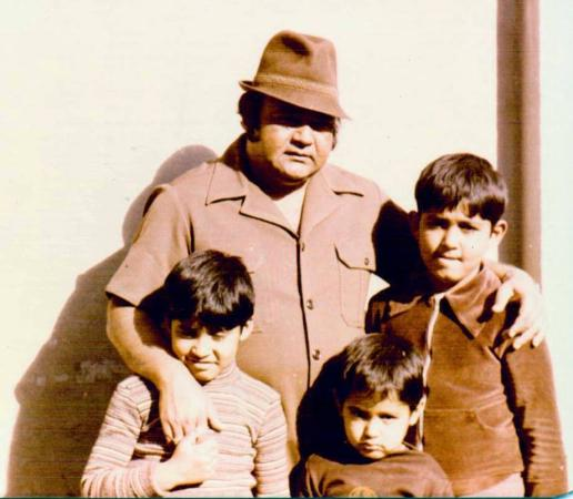 A family photo of Nannha (Marhoom) with his three kids