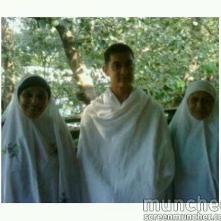 Amir Khan on Hajj with his Mother