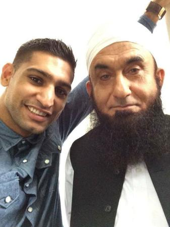 Boxer Amir Khan With Maulana Tariq Jameel