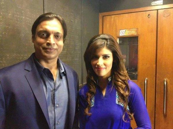 Geo Sports Anchor Fazeela Saba Picture with Shoaib Akhtar