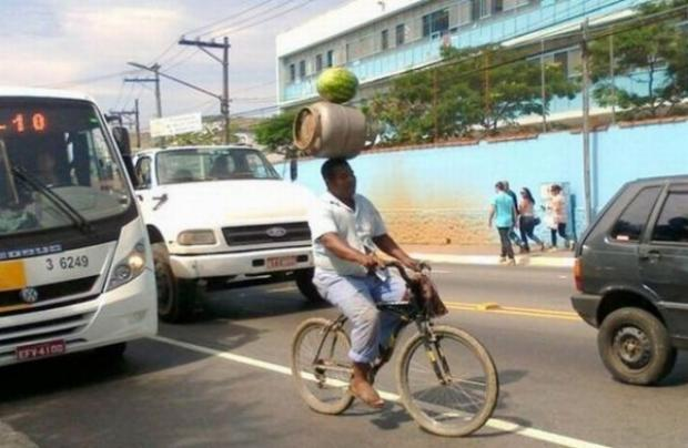 Impressive Bicycle Balancing Skills