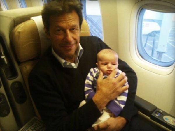 Imran Khan on flight with child's of Passanger