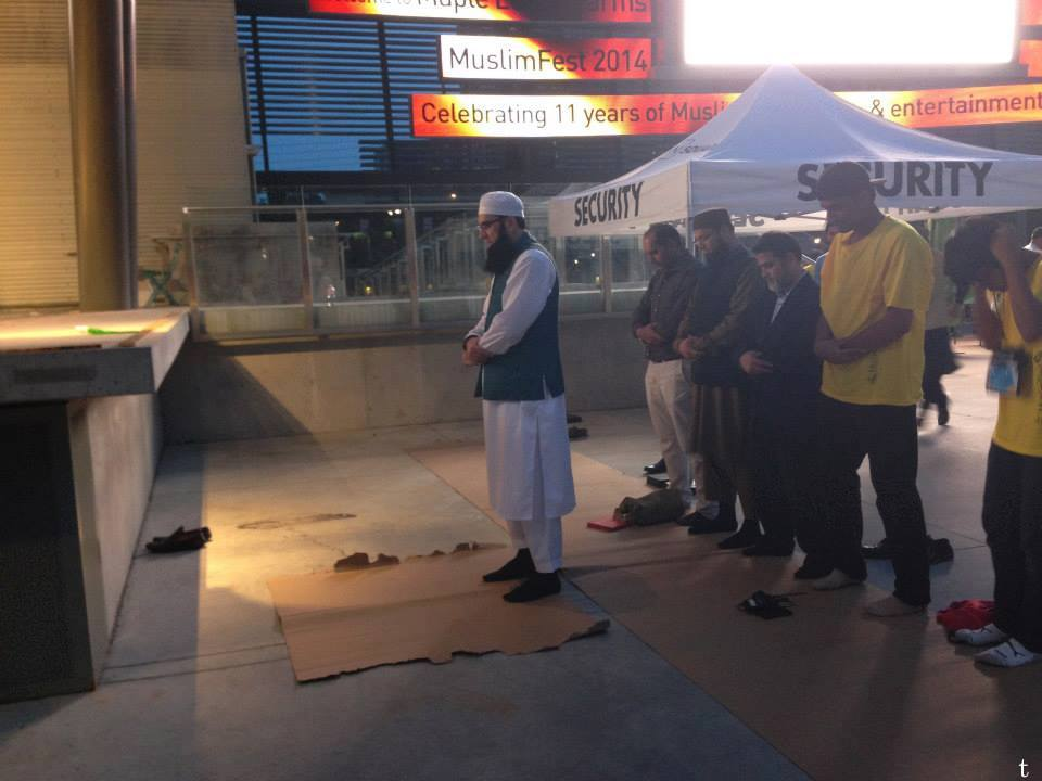 Junaid Jamshed Doing Imamat At Muslimfest Canada