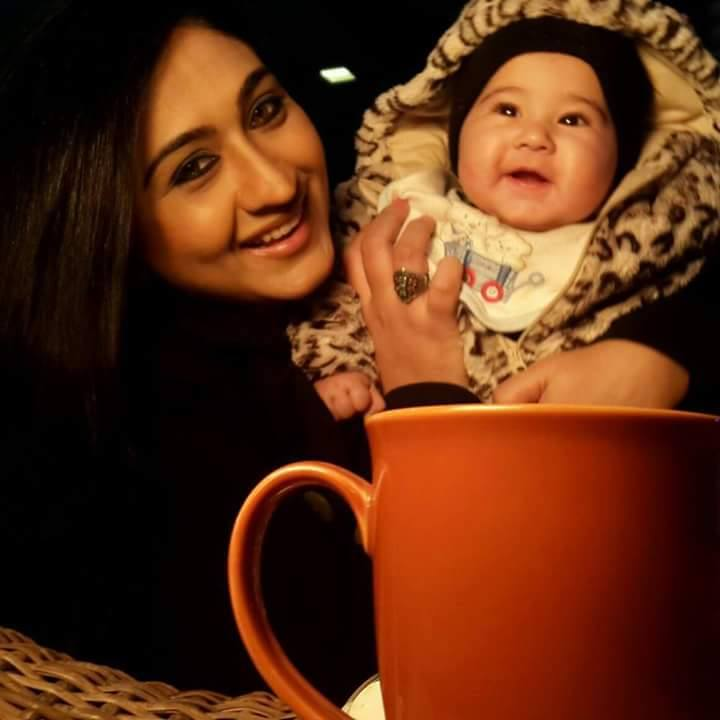 Madiha Rizvi‬ with her cute Daughter