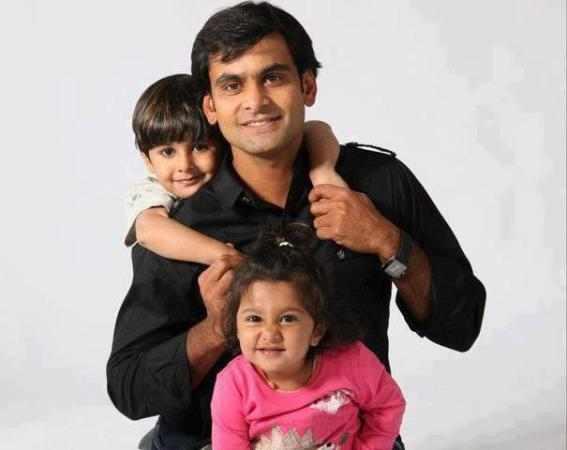 Mohammed Hafeez with Children