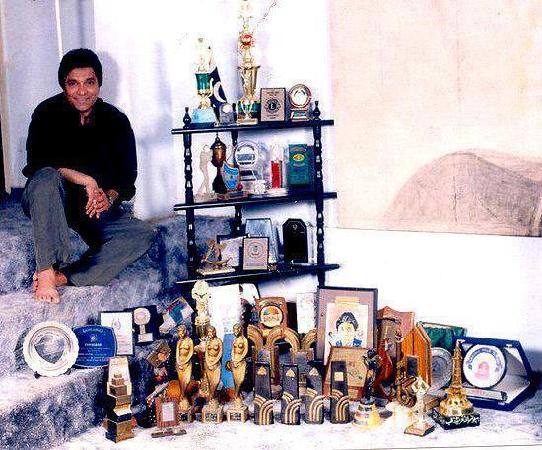 Moin Akhtar with his Awards