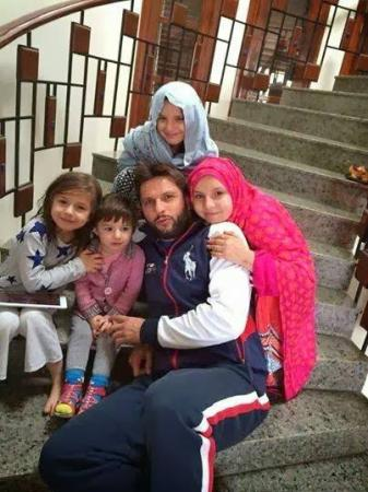 Shahid Afridi with his princesses