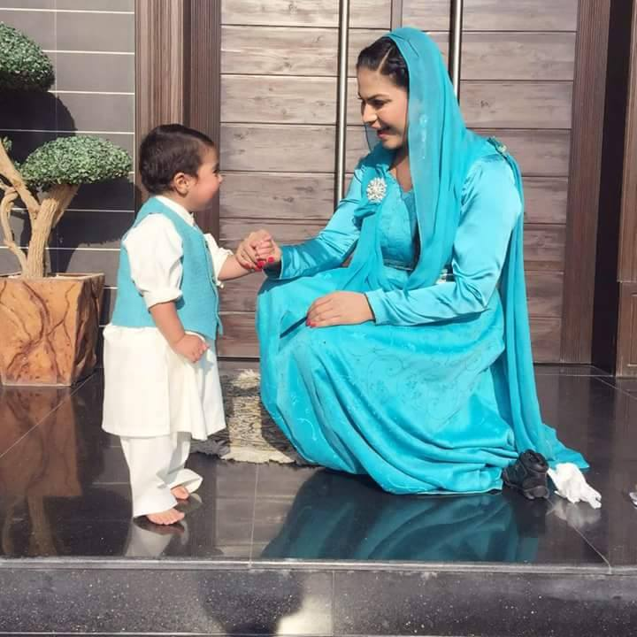 Veena Malik with her cute son