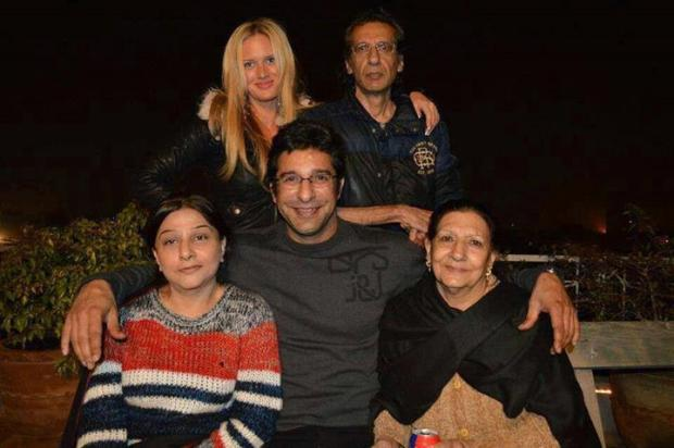 Wasim Akram, Shaniera Thompson With Family at Lahore.