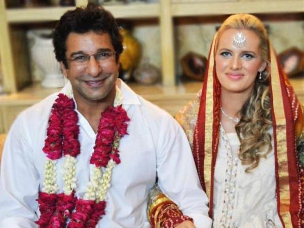 Wasim Akram ties knot with Shaniera in Lahore