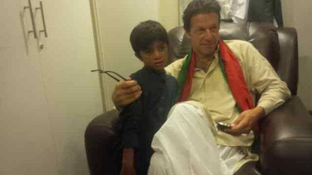 8 Years Old Kid Came Alone In PTI Azadi Dharna
