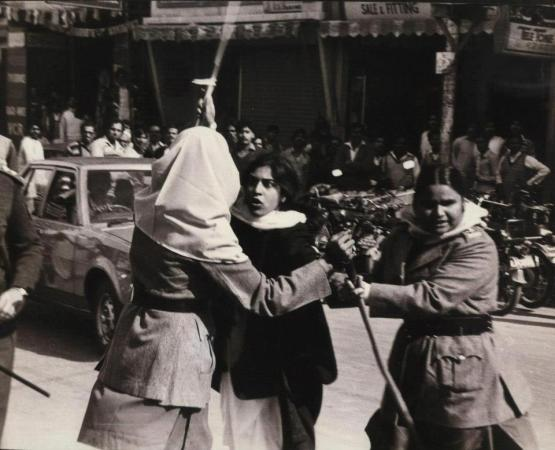 A very young Asma Jahangir grapples with policewomen