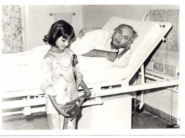 Benazir Bhutto rare childhood Pic when her Dad was Sick