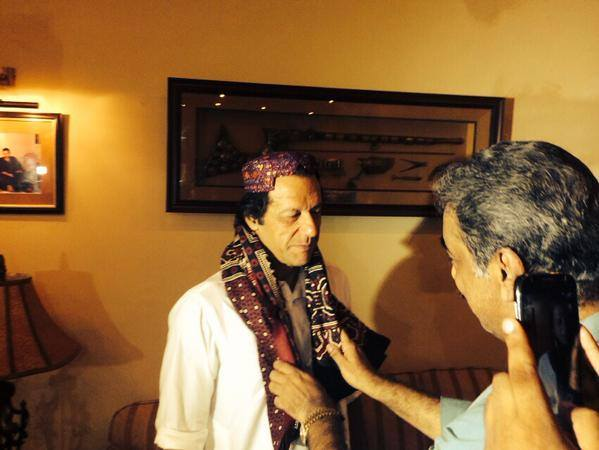 Imran Khan Being Welcomed with Ajrak in Ghotki