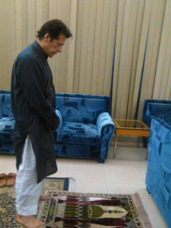 Imran Khan Offering Namaz