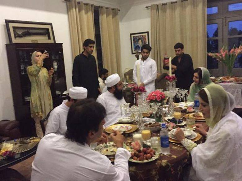 Imran Khan With Maulana Tariq Jameel On Iftar Dinner