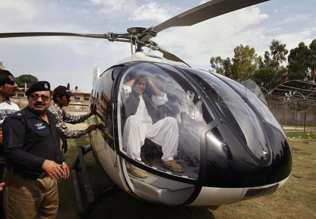 Imran Khan While Boarding A Helicopter  Political Images Amp Photos