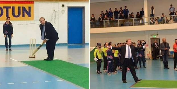 Mian Nawaz Sharif Playing Cricket With Children