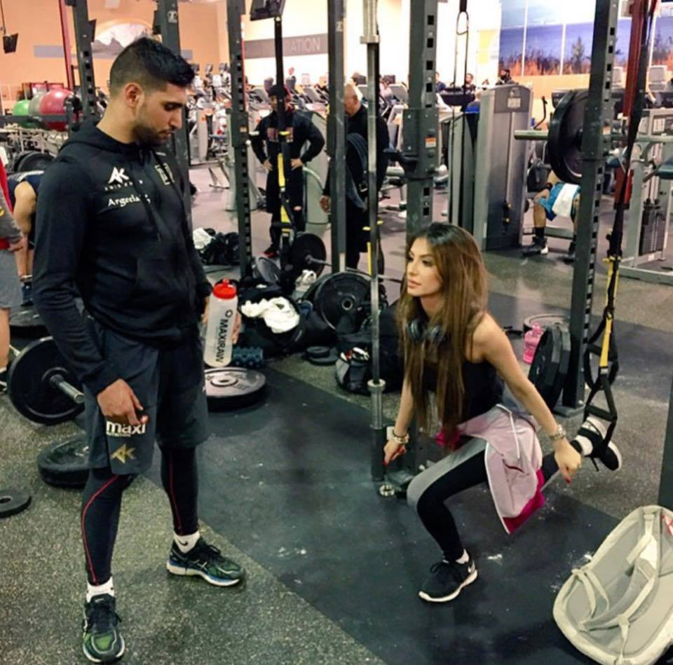 Boxer Amir Khan Giving Training To His Wife Faryal In The Gym