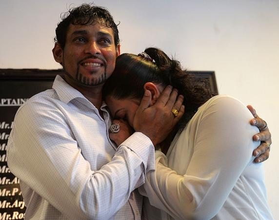 Wife Cry as Dilshan announces retirement from Test cricket